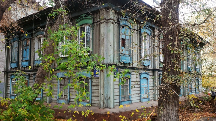 Пенсионерку выселяют из 100-летнего дома в центре Новосибирска