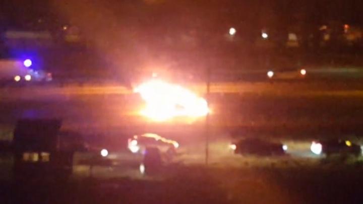 На Третьей Продольной в Волгограде в час пик дотла выгорела иномарка