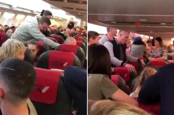 Пассажиры пытались усадить мужчину, чтобы вылететь на индийский курорт