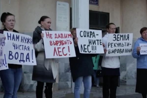 Жители Новосемейкино проводили пикеты против свалки