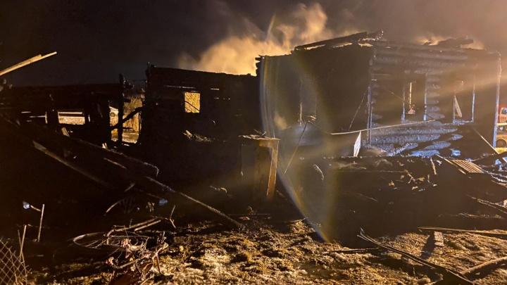 В рождественскую ночь в пожаре сгорели трое детей: фото и видео с места трагедии