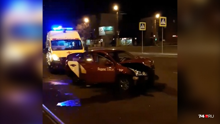 В Челябинске произошла авария с «Яндекс.Такси», есть пострадавший