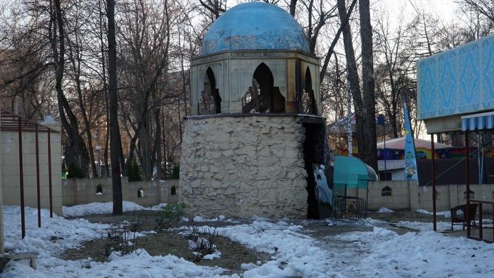 В парке Горького загорелся ресторан «Халва»