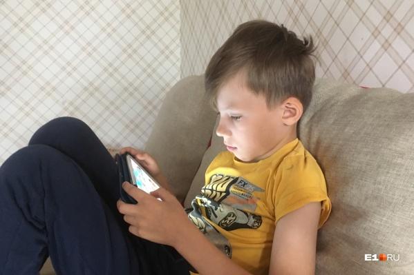 О том, какие приложения стоят у ребёнка в смартфоне или планшете, родители порой даже не догадываются