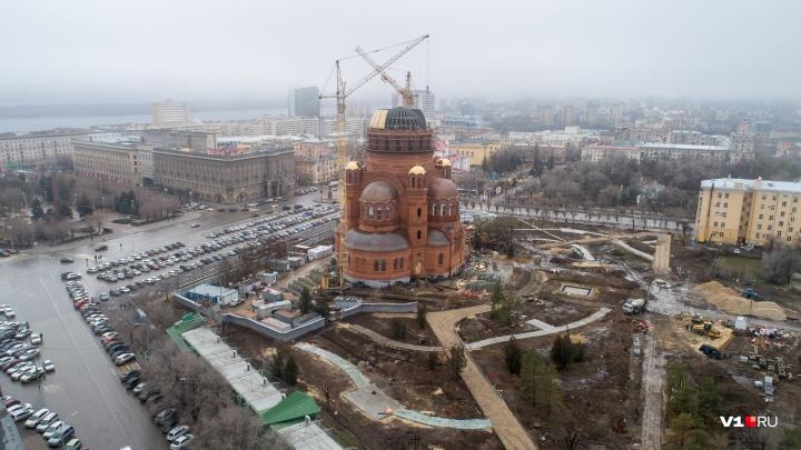 «Свозил любимую на экскурсию в Волгоград»: в Астрахани студент обокрал пенсионера ради мечты подруги