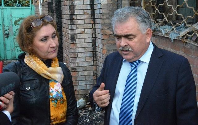 Замглавы администрации Ростова посетил сгоревший дом на Театральном спуске