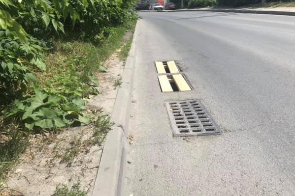 В городе стали всё чаще воровать решётки от ливнёвок — дорожники нашли выход