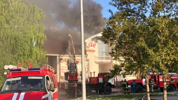 На Войновке загорелся двухэтажный ресторан