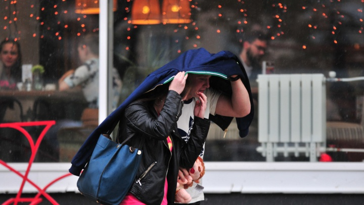 МЧС предупредило, что в Свердловскую область придут сильные дожди с грозами и градом