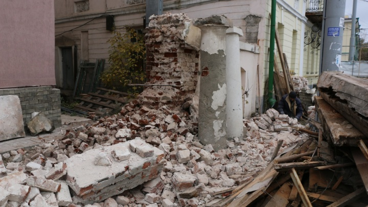 Разрушительный ремонт: компания, разобравшая на кирпичики часть усадьбы на Декабристов, ответит в суде