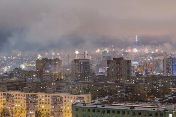 Город буквально искрился от огромного количества фейерверков