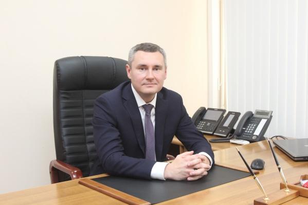 Алексей Коробков имеет опыт работы в органах власти