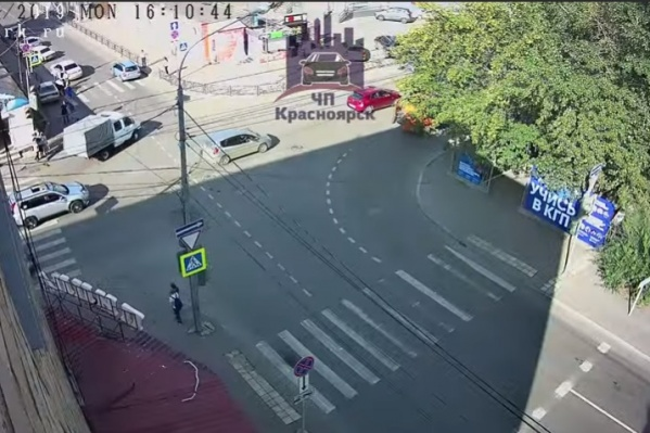 Авария произошла на перекрестке Лебедевой — Диктатуры Пролетариата