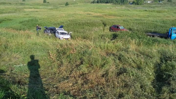В Башкирии в кювет улетели два автомобиля
