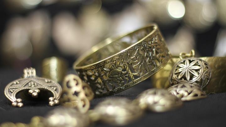 В Уфе продавец ювелирного магазина заложила в ломбард 248 украшений