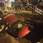 «Приехали скорая и реанимация»: в Челябинске машина рухнула в коммунальную яму на проезжей части