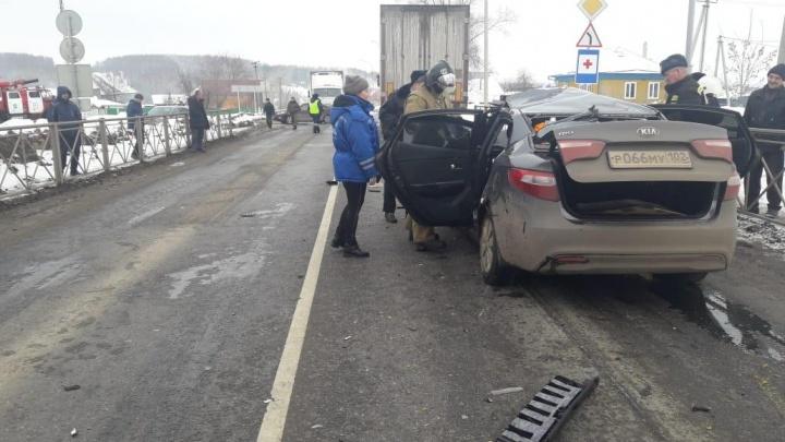 В Башкирии KIA Rio столкнулась с фурой: погиб водитель