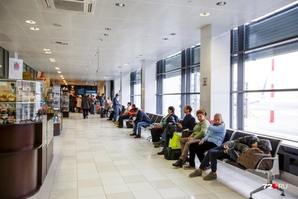 Пассажирам дали контактный номер перевозчика и отправили повторно ждать приглашение на посадку в зале ожидания