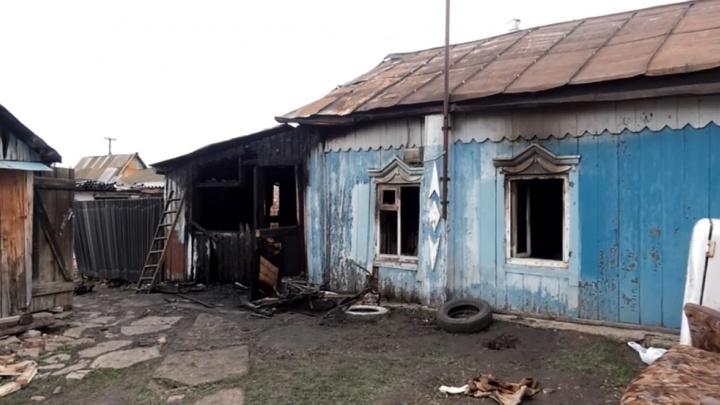 Местные о пожаре в Давлеканово, унесшем жизни матери и детей: дом могли поджечь