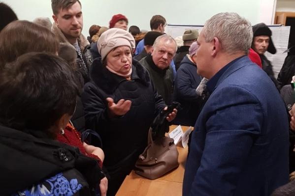 Горожане высказывали свои претензии главе администрации района лично