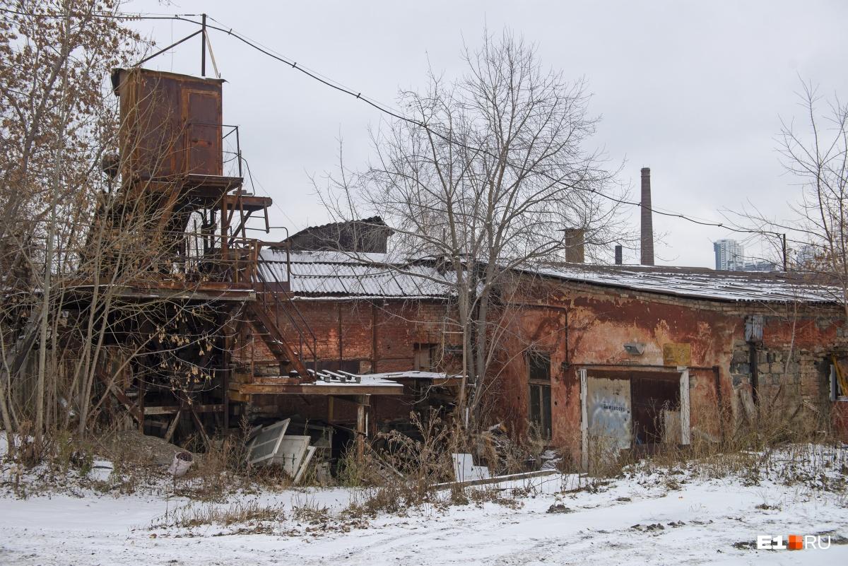 Многие здания находятся в весьма удручающем состоянии