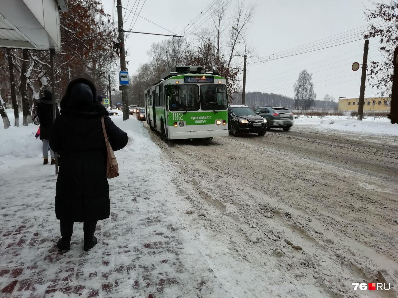 Качеством уборки дорог в Ярославле недовольны тысячи горожан