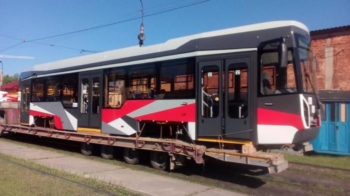 Транспортировка нового трамвая