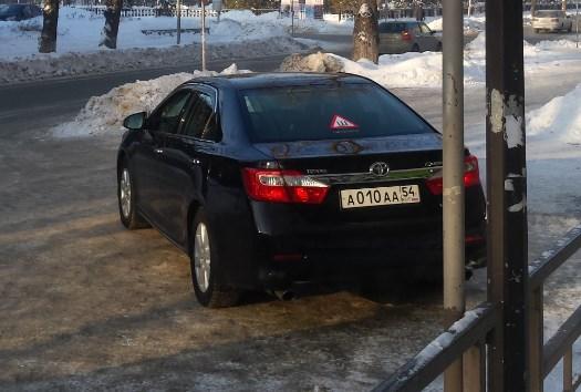 «Я паркуюсь как чудак»: чёрная Camry ААА на трёх инвалидных местах
