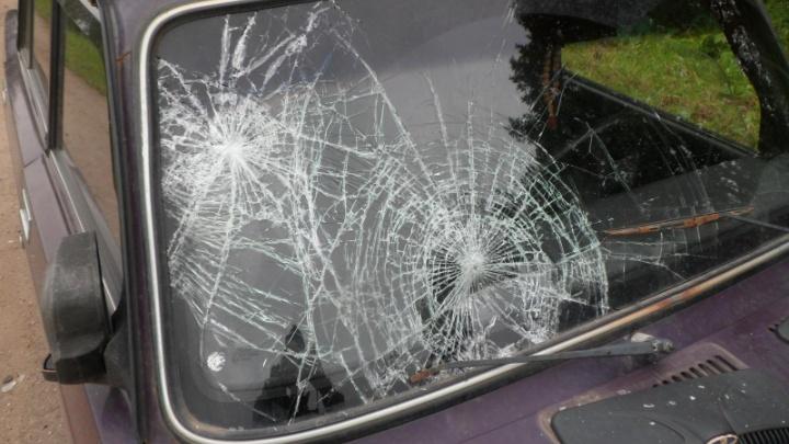 На трассе в Ярославской области два подростка на мопеде врезались в ВАЗ: оба в больнице