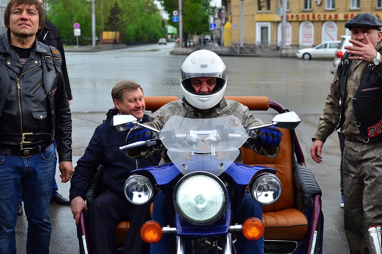 К байкерам присоединился и мэр города Анатолий Локоть