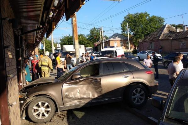 Пять авто столкнулись на Каменке