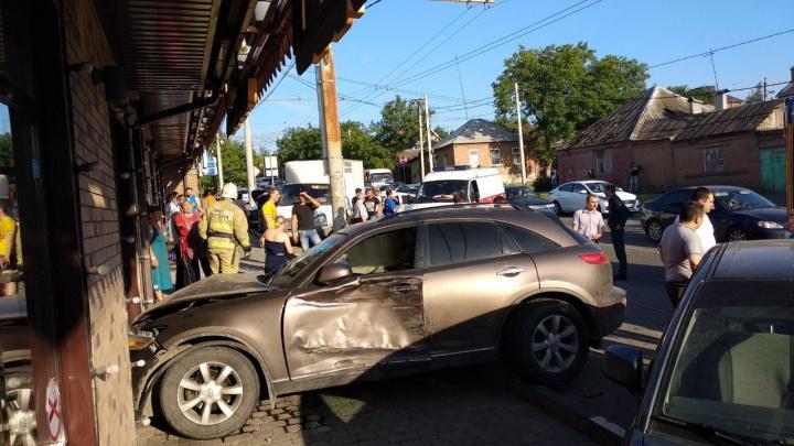 Из-за массового ДТП в Ростове на улице Немировича-Данченко образовалась пробка