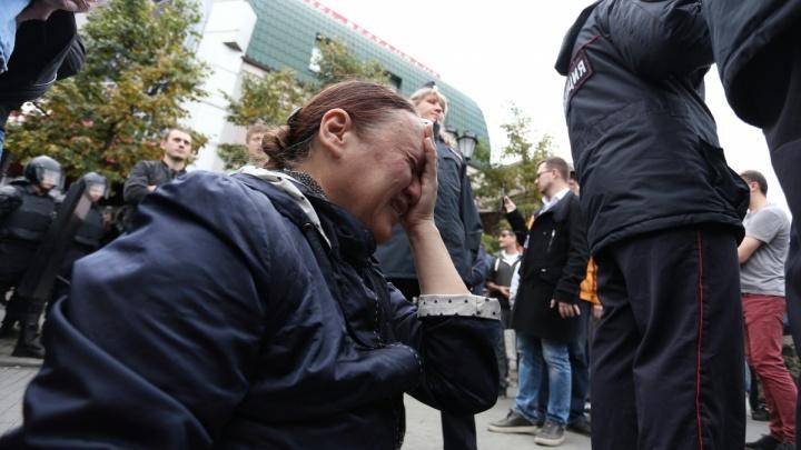 Вывернутые руки и ссадины: в Челябинске подавили митинг против пенсионной реформы