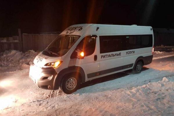 Оперативники нашли фургон через несколько часов после того, как рабочий его угнал