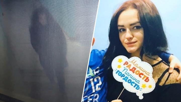 За несколько минут до исчезновения: пропавшая Дарья Разживина попала на камеры видеонаблюдения