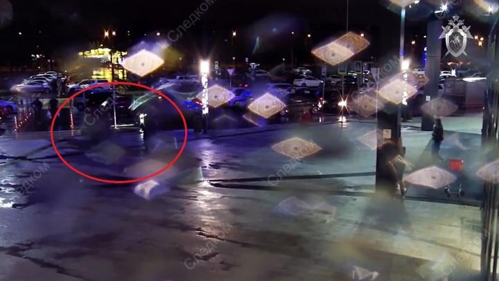 Момент похищения тюменского бизнесмена из «Сити Молла» попал на камеру видеонаблюдения