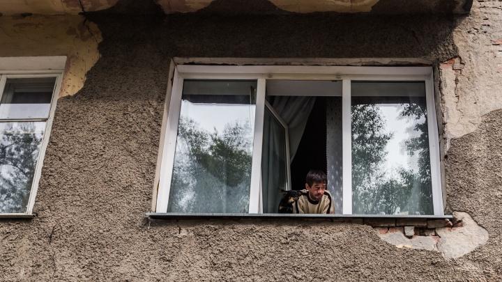 Дом, который трещит по швам, расселят в следующем году. Чиновники пообещали выделить деньги