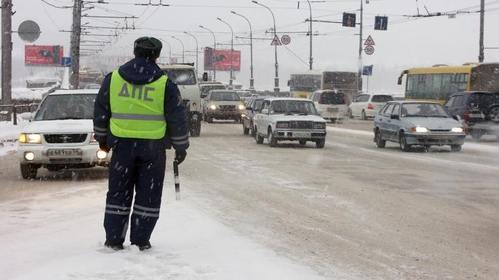 Число автоинспекторов на дорогах Новосибирска резко выросло из-за Нового года
