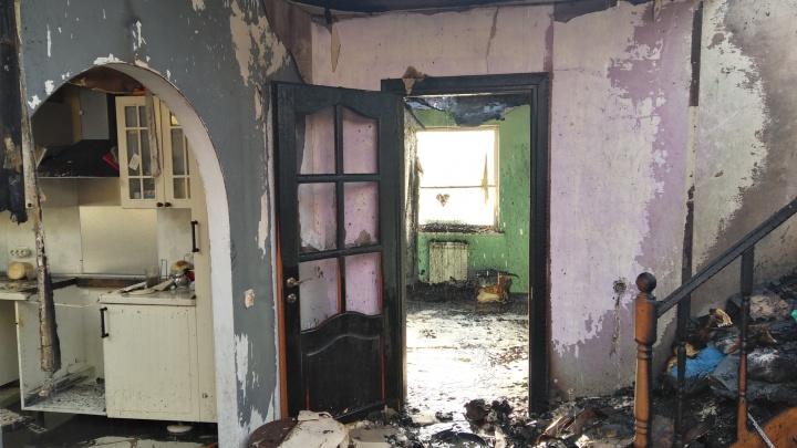 В Азовском районе от удара молнии загорелся жилой дом