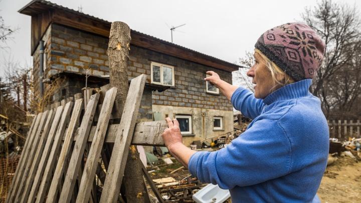 «Выгоняют за копейки»: новосибирцам, чьи дома снесут из-за четвёртого моста, дали месяц на сборы