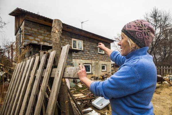 Местные в голос твердят, что недовольны суммами, которые им предложили за дома с участками, но выбора у них нет