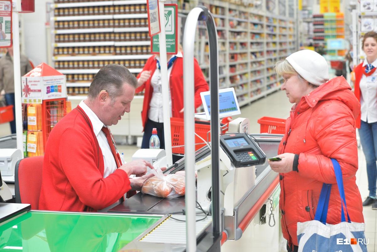 Сергей Журавлёв работает в гипермаркете с 2012 года