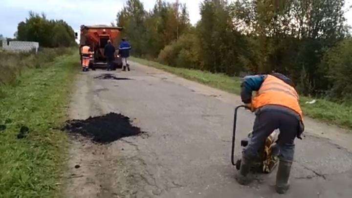 «Стыдно за чиновников»: под Ярославлем после скандала засыпали разбитую дорогу. Но лучше не стало