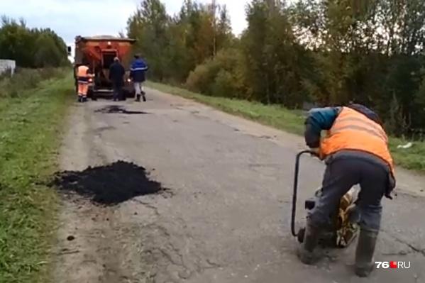 Местные жители желают чиновникам таких дорог возле их домов