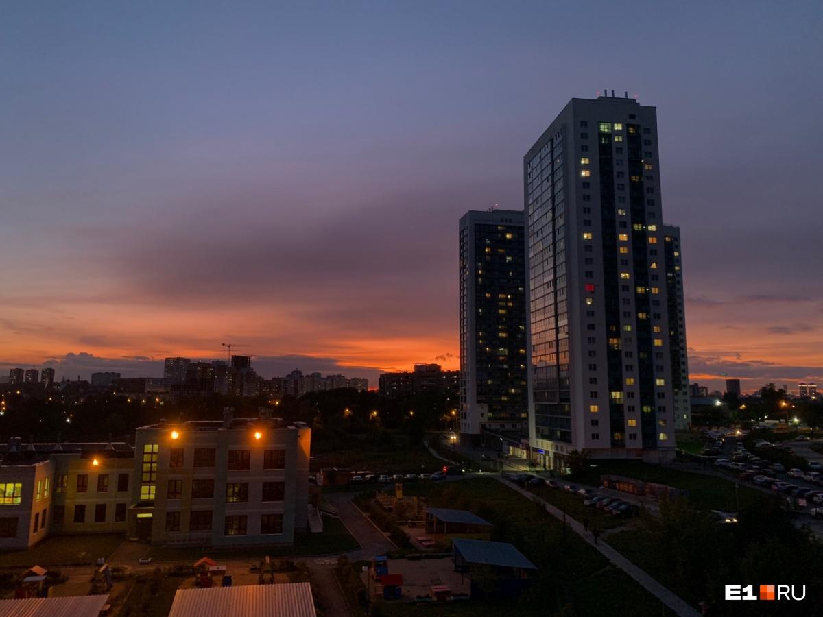 Екатеринбург этим вечером утопал в ярком закате