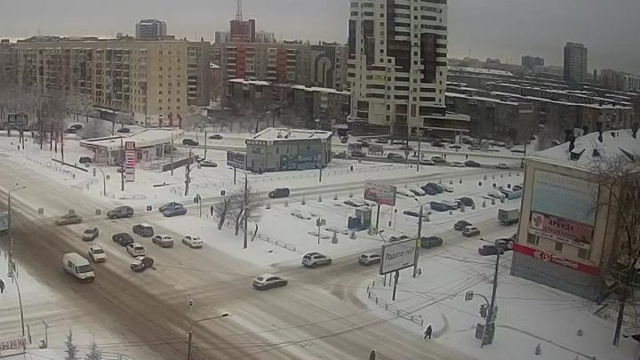 В Челябинске автомобилист сбил слабослышащих детей и бросил их на дороге
