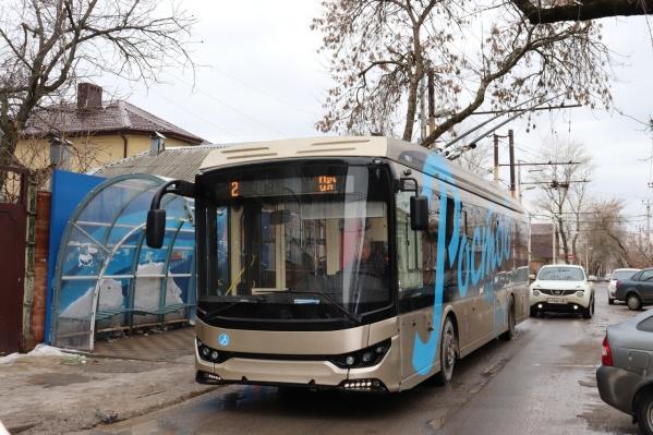 Электробус способен преодолевать расстояние в 20 километров без контактной сети
