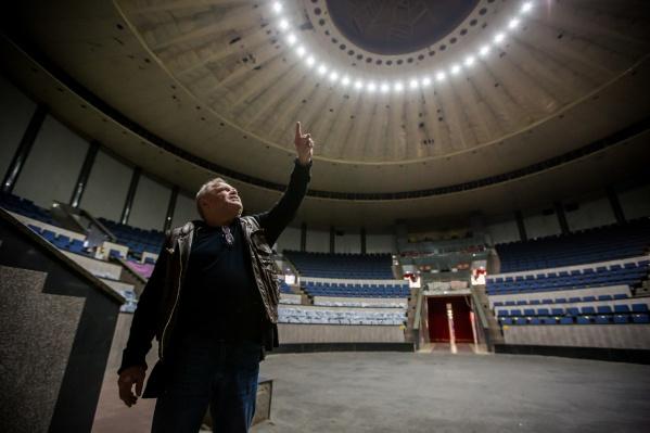 Пост директора новосибирского цирка Сергей Шабанов занимает с 4 июня 2013 года