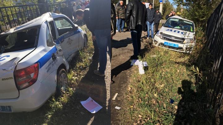 Пострадали полицейские: после ДТП в Рыбинске по перекрёстку разбросало машины
