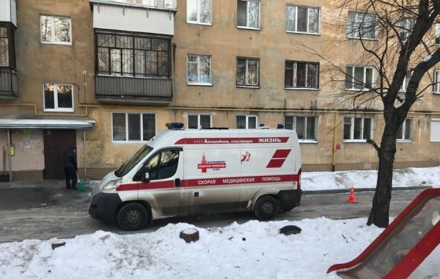 Водитель скорой помощи пояснил, что не увидел врача